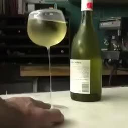 Rentouttava lasi viiniä