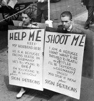 Juutalainen pakkopalautusta protestoimassa