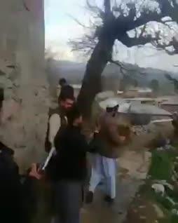 Opetusvideo siitä miksi idiootille ei saa antaa asetta