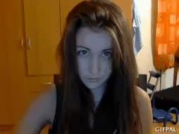 Tukka syö tytön naaman