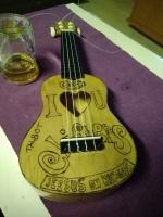 8€ ukulele valmiina