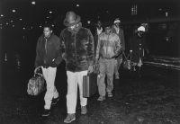 Ensimmäiset somalipakolaiset Helsingin rautatieasemalla5.12.1990