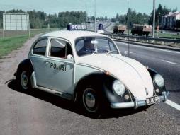 poliisi kuplassa